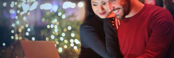 karácsonyi ajándék, szerelmes pár
